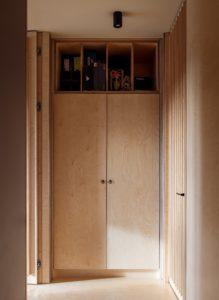 встроенный шкаф из фанеры