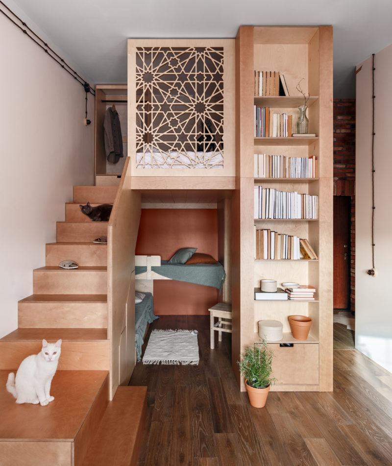двухъярусный интерьер в маленькой квартире