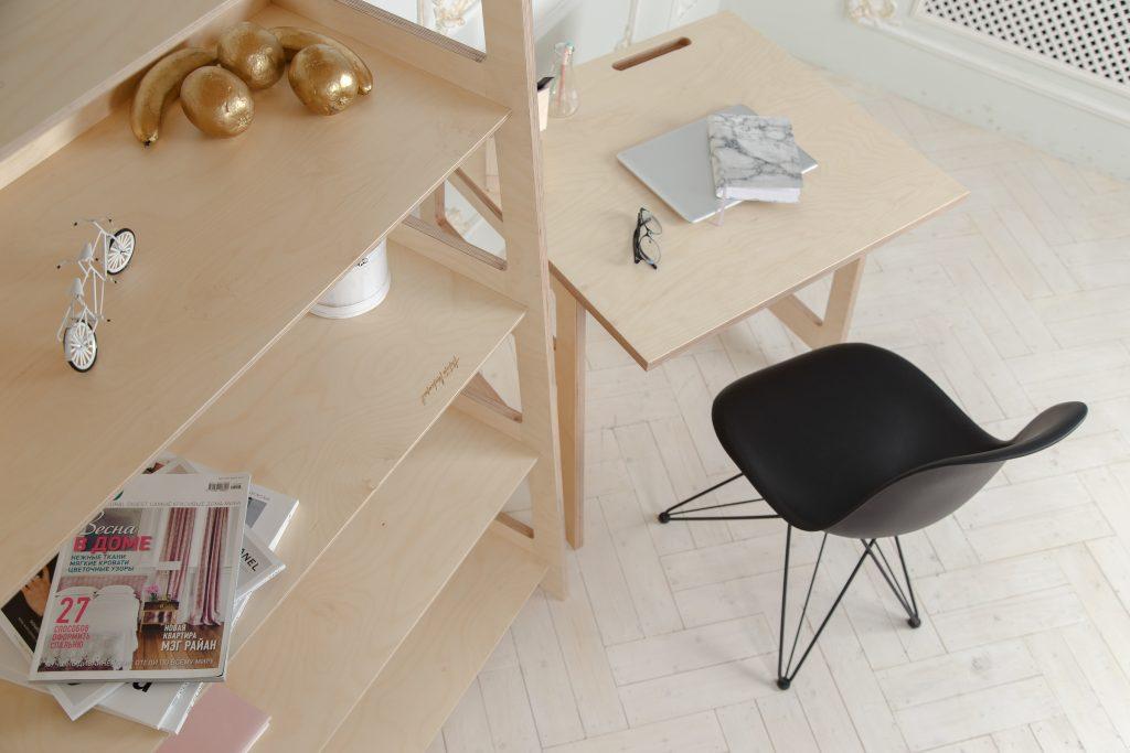 Рабочее место из фанеры в минималистичном  стиле