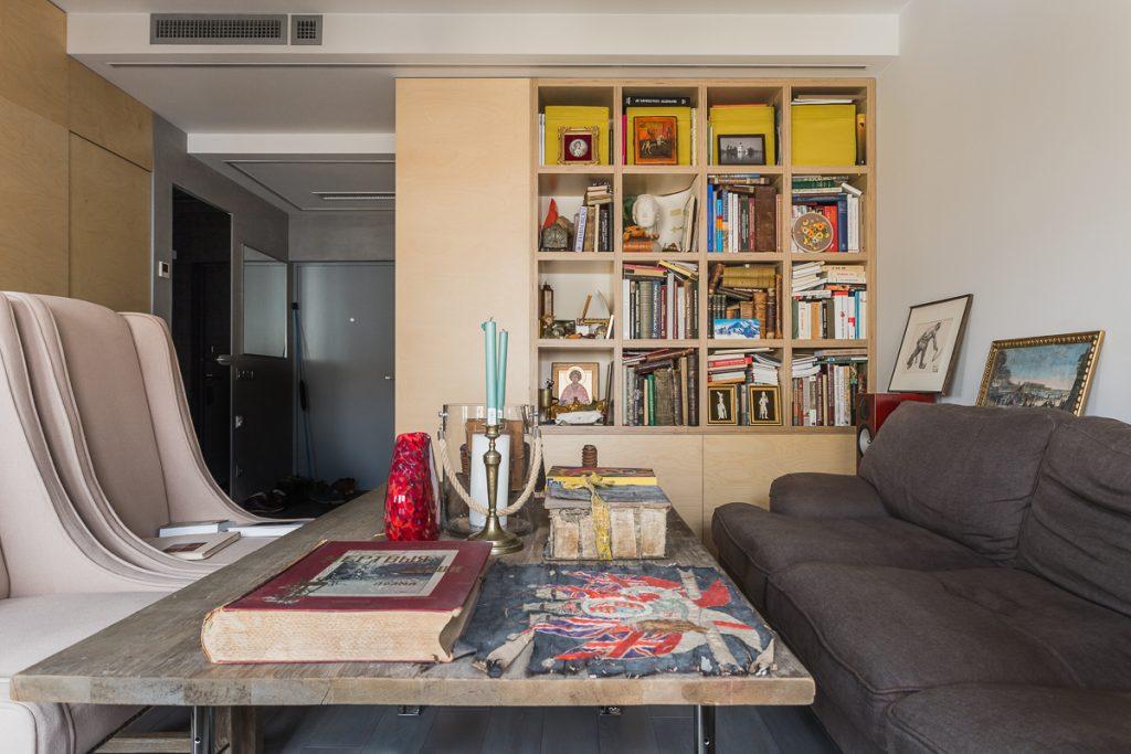 Книжный встроенный шкаф