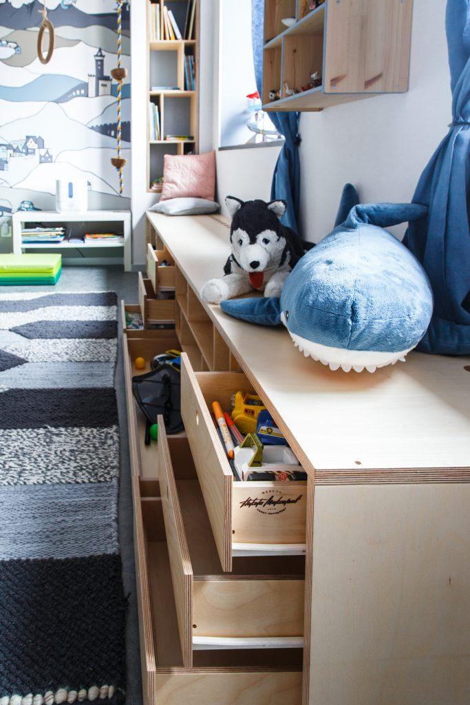 Книжный стеллаж и тумба для детской комнаты